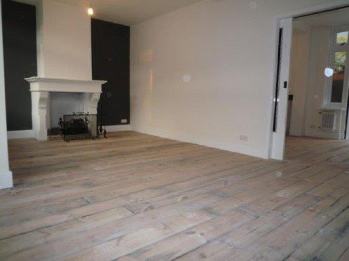 Prachtige houten vloer oud grenen planken uit wagons